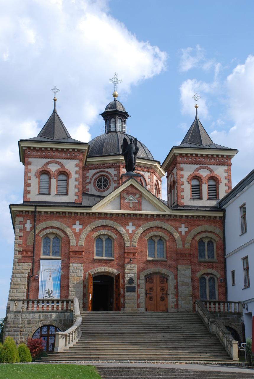 Sanktuarium św. Michała Archanioła i bł. Bronisława Markiewicza (2).jpeg